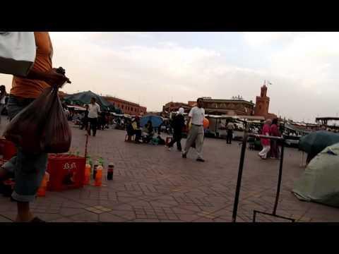 モロッコ・マラケシュのフナ広場①(10.09.23)