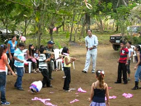 Marbeli's daughter's 4th birthday party – the pinata