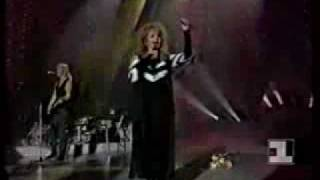 BONNIE TYLER --- IT'S A HEARTACHE (LIVE PERFORMANCE)