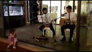 Two guys perform Salvador Sobral song in a wedding and everyone sings it!!