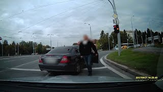 Incident policistů v civilním voze s řidičem v Plzni