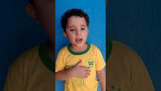 HINO NACIONAL !!! Cantado por uma criança de 3 aninhos !!! Pequeno Patriota !!!!