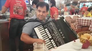 Carlos Rodrigues a tocar na tasca do Pedro Cachadinha nas Feiras Novas 2016 ( 3 )