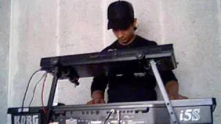 Xhavit spielt Keyboard wie ein Profi 2.wmv