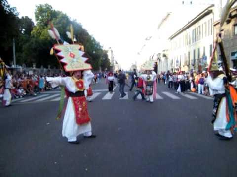 Desfile ecuatoriano en milan Italia
