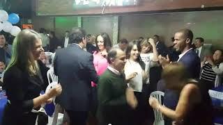 ¿Cuál baila mejor? Oscar Iván Zuluaga o el perrito