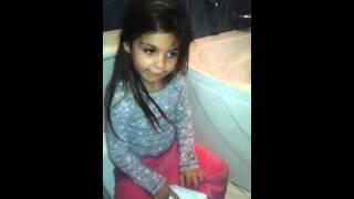 niña de 4 años cantando por rociito