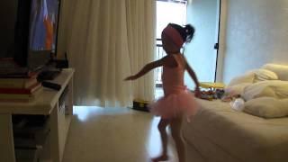Nina dançando balé.... abril de 2011