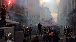 Lyon : 350 pompiers manifestent et menacent la Fête des Lumières