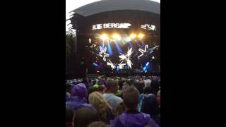 Cir.Cuz ft. Julie Bergan-Supernova live at vglista