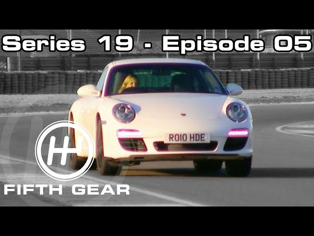 Jonny and Tiff race the Ariel Atom V8