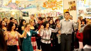 "Ръка - добруджанско хоро / Танцов клуб ""Огледало"""
