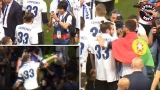 EMOTIVO gesto de Cristiano Ronaldo con Bale en la celebración de Liga del Real Madrid