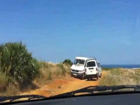 Mini trek pour aller à la plage!