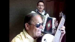 Chicho Sifuentes y su hijo Luis Sifuentes cantando en vivo en la xepq de Múzquiz
