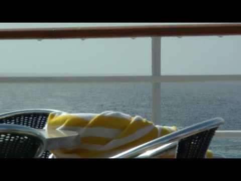 AIDA Cara Kreuzfahrtschiff Seegang vor Marokko leichte Wellen, aber auf und ab