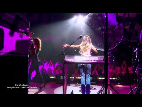 sheryl-crow-all-i-wanna-do-got-to-give-it-up-and-i-want-you-back-live-crowvideotv6