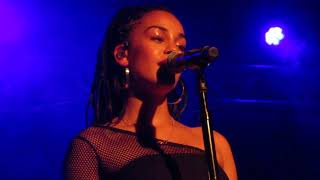 """Jorja Smith - """"Don't Watch Me Cry"""" (Live in Boston)"""