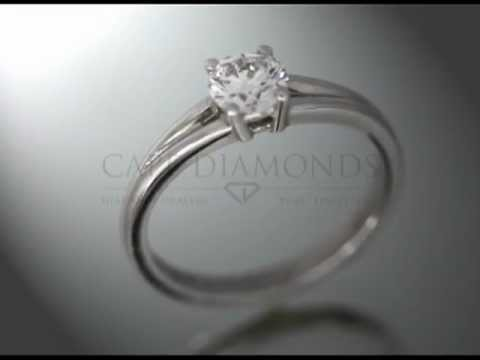 Solitaire ring,round diamond,4claws,little split on top of band,platinum,engagement ring