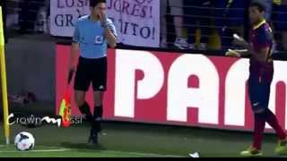 Dani Alves eats banana thrown by public - Villareal - Barcelona HD