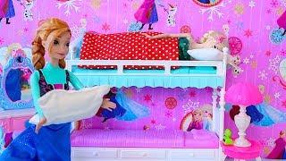 Elsa Birthday Party! Barbie, Anna, Rapunzel cooking cake DIY! 🎀