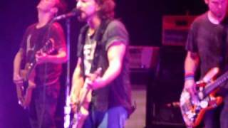 Pearl Jam, Elderly Woman Behind The Counter In A Small Town San Diego oct 9th 2009 LIVE