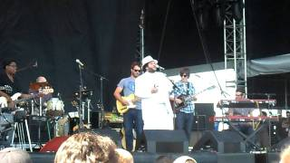 Amos Lee (feat. Angel) - Shower With Love DMB Caravan Lakeside Chicago July 8th 2011