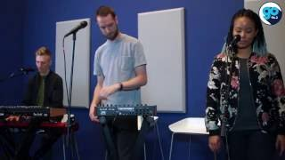 "HONNE  ""Warm on a cold night"" (live in the Go Garage)"