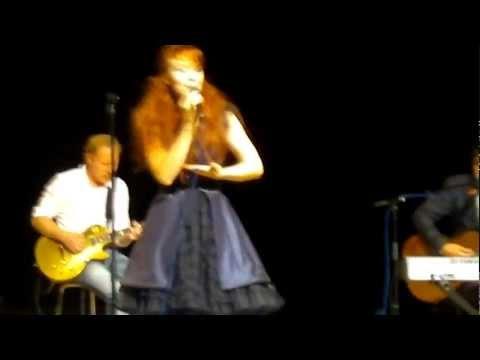 johanna-kurkela-tuo-se-mulle-live-kitee-sali-2082011-kesailta