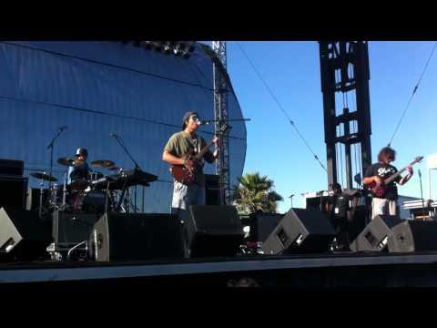 stick-figure-vibes-alive-live-shoreline-jam-2012-harry-roots