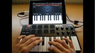 Akai MPK Mini Live Performance - iPad GarageBand