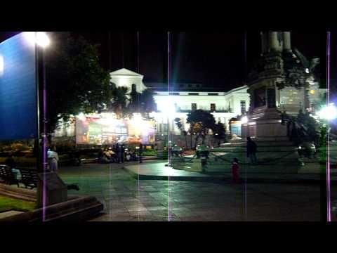 Quito, Ecuador – Catedral y plaza Grande de noche
