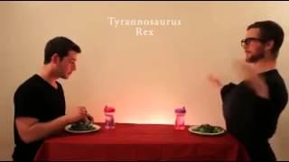 Imitando os animais comendo