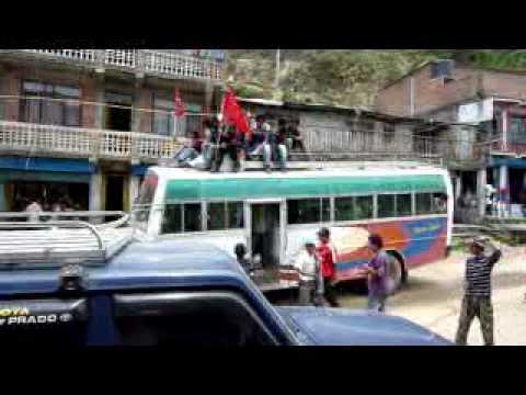 ネパール・カトマンズへ向かうマオイストに遭遇(10.4.29)