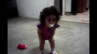 Pequena Sophia dançando funk