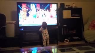 Elias Ahmadi Watching super bowl 49 half time show