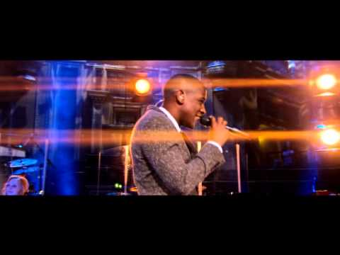 beneath-your-beautiful-by-labrinth-and-emeli-sande-live-at-royal-albert-hall-nycliveconcerts