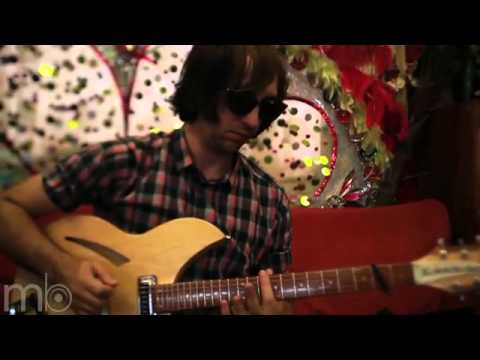 the-hundred-in-the-hands-pigeons-the-mahogany-sessionsflv-laurent-dupuich