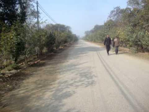 04 Prof  Juan Lázara recorre en una vieja bicicleta inglesa Lumbini, Nepal el lugar preciso donde nació Buddha