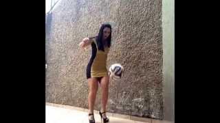 Embaixadinhas de salto alto - Raquel Benetti