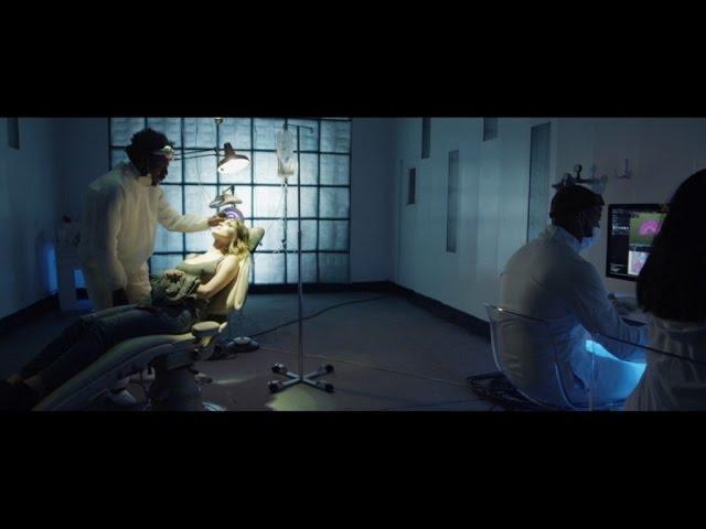 Videoclip oficial de 'Fearing Love', de Serge Devant, Damiano y Camille Safiya.