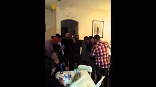 """Los muchachos cantando """"Tragos de amargo liquor""""en el Cumpleaños"""