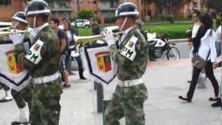 Marchando con la Policía Militar de Colombia