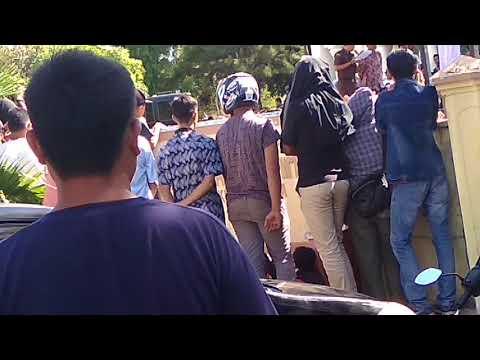 Download Video Dinas Syariat Islam Aceh Mencambuk Orang Kaum Homo Dan Lesbian DI Depan Masjid Baitrurrahim Banda Ac