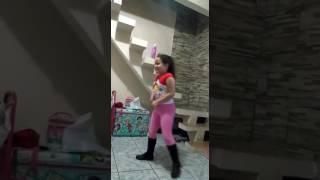 Minha linda dançando Anita