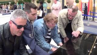 FIVE DUDES JAM ON THE PARIS PIANO