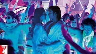 Ranveer & Anushka enjoying B-boyz dance moves - Ladies vs Ricky Bahl