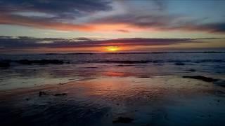 Descalça na areia, a ouvir o barulho do mar...num fim de tarde...