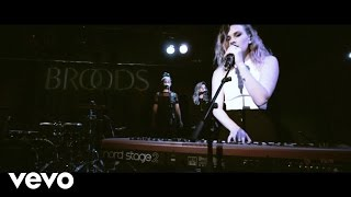 Broods - Four Walls (Live With Lyrics)
