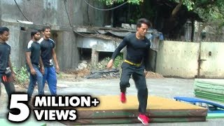 Tiger Shroff Performs Live Stunts In Mumbai - 'Heropanti'